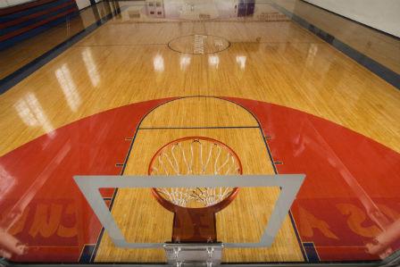 Gỗ maple làm sân bóng rổ