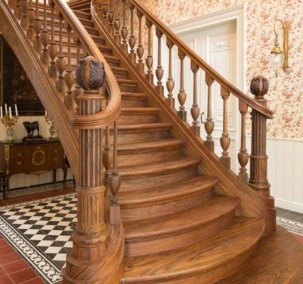 Cầu thang ốp gỗ